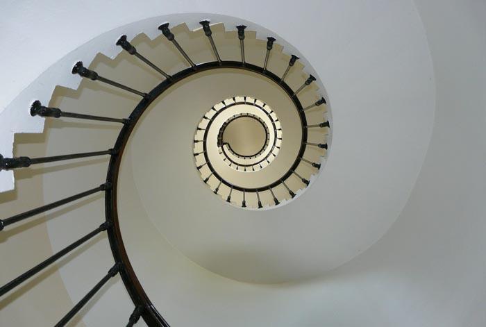Soñar con Bajar Escaleras