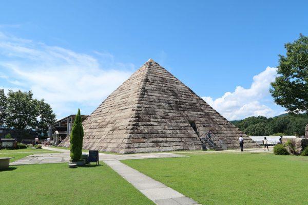 Pirámides Sumergidas de Japón y de Cuba